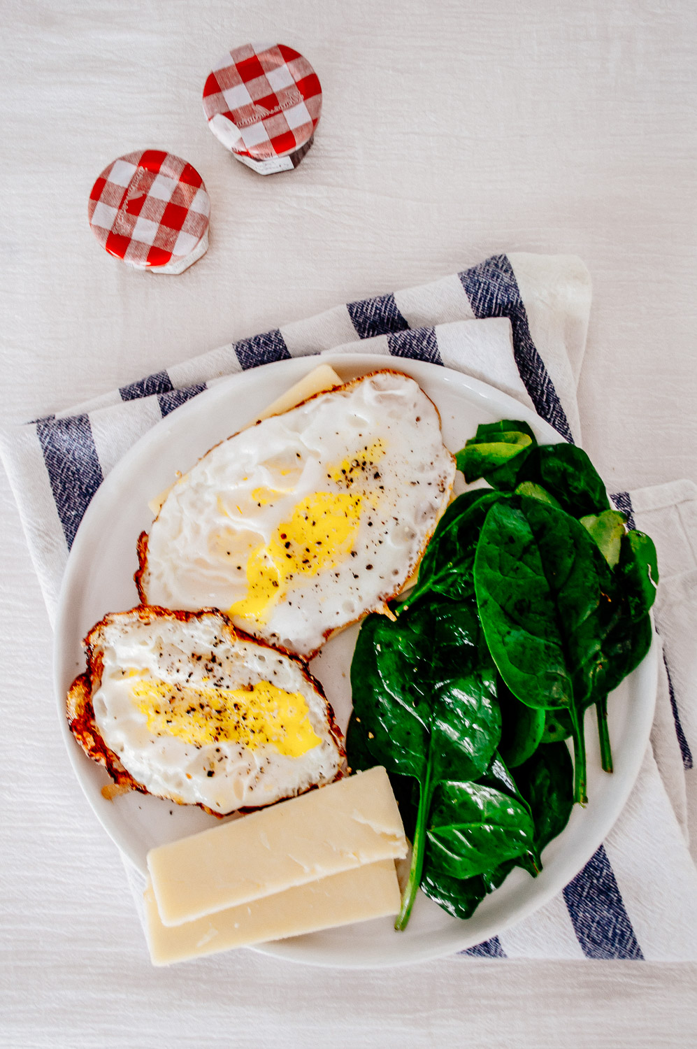 Fried Eggs with Fresh Spinach and Cheese